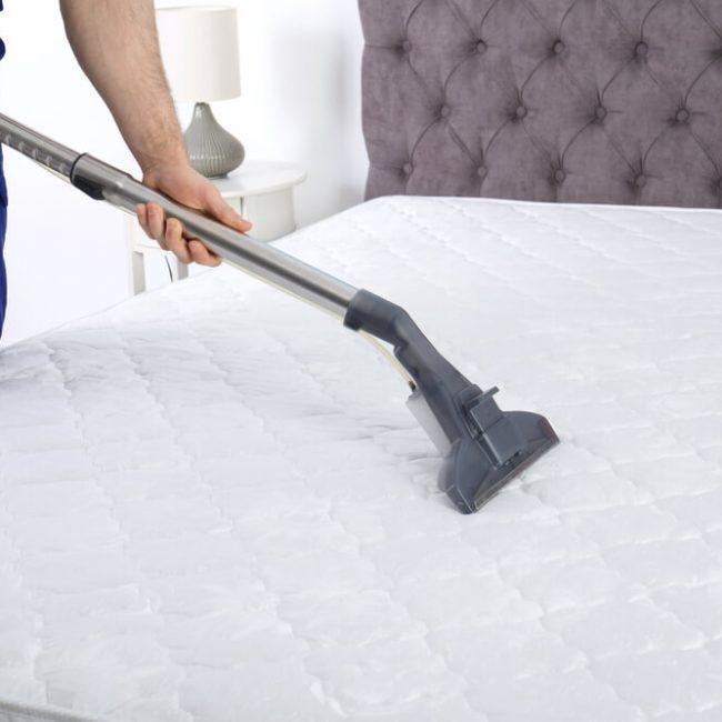 床墊清潔妙招:吸塵器除去毛髮皮屑