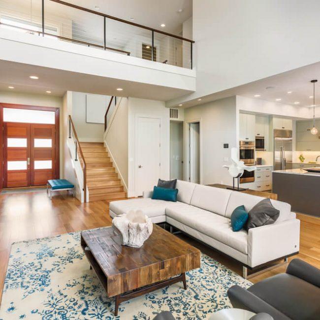 客廳沙發擺設:兼顧客廳風水與動線舒適