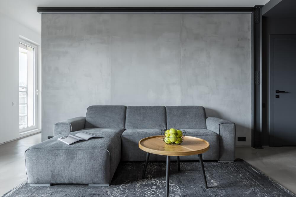 客廳沙發擺設靠牆